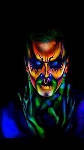 Dale color a tu mirada con maquillaje neon