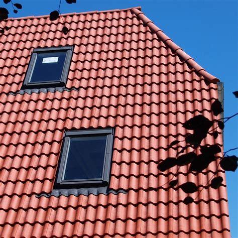 dachpfannen kunststoff schwarz kunststoff dachpfannen aus kunststoff in schwarz oder rotbraun