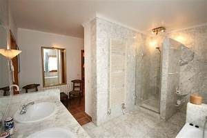 Badezimmergestaltung Ohne Fliesen : gemauerte dusche als blickfang im badezimmer vor und nachteile ~ Markanthonyermac.com Haus und Dekorationen