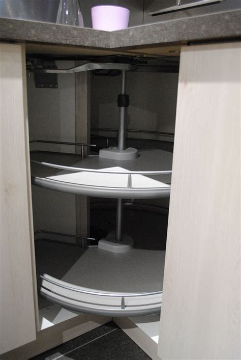 armoire en coin cuisine 3 moyens pour mieux organiser vos armoires de cuisine