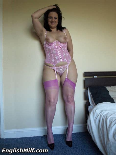 Big Ass British Milf Housewife In Stockings
