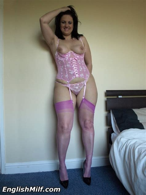 Big Ass British Milf Housewife In Stockings