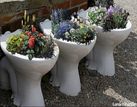 upcycled garden decor ideas recycled things