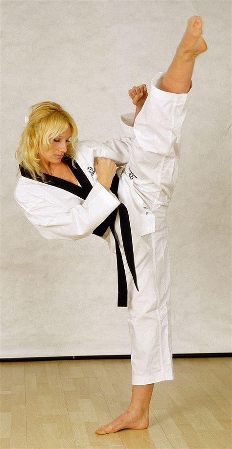 karate kick martial arts taekwondo kicks korean mixed mma shorts kickboxing artist female judo barefoot feet workout quotes madness athlete
