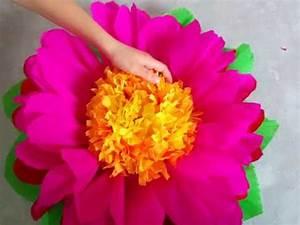 Blumen Aus Seidenpapier : diy riesenblumen riesige blumen aus krepppapier basteln muttertagsgeschenke ideen youtube ~ Orissabook.com Haus und Dekorationen
