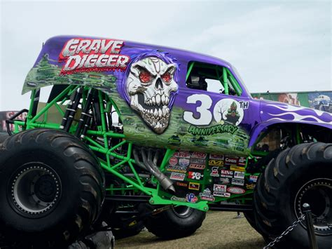 grave digger monster truck 30th anniversary monster jam world finals 39 12 grave digger 30th yr by
