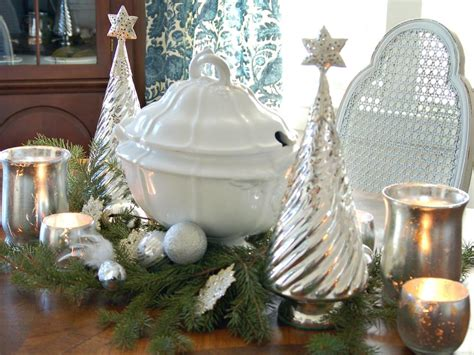 christmas tree centerpiece 37 christmas centerpiece ideas hgtv