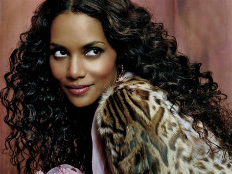 Halle Berry Hairstyles New Halle