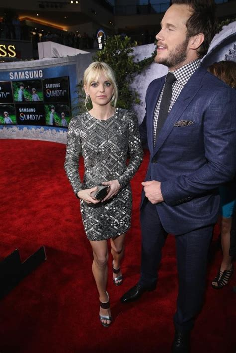 actress in the film jurassic world samsung celebrated the world premiere of jurassic world