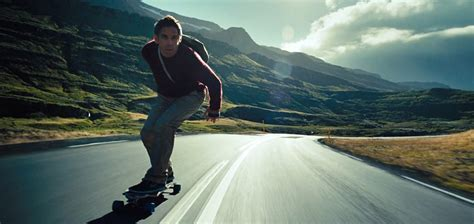 """The secret life of walter mitty fails because it is contrived, an inorganic exercise about what it means to get out of your comfort zone and go for broke. เมื่อชีวิตไม่อาจจำกัดอยู่แค่ในออฟฟิศ """"THE SECRET LIFE OF ..."""