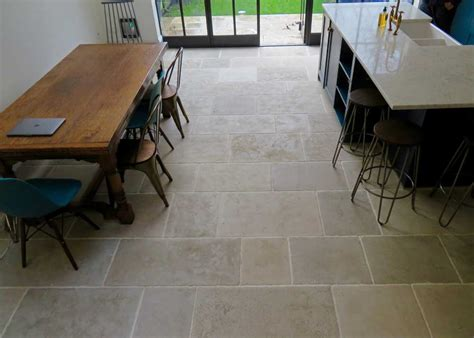 limestone flooring for kitchens limestone is proving more and more popular for a 7114