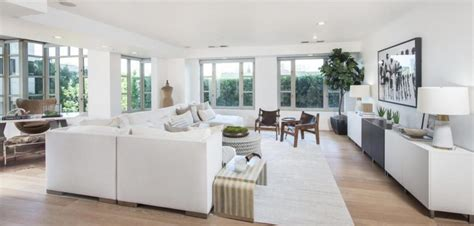Jenner Home Interior by Look Inside Kendall Jenner S Sleek Modern La High Rise