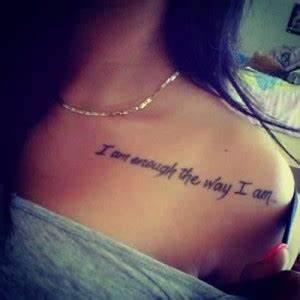 Tatouage Amour éternel : tatouage paule femme phrase mod les et exemples ~ Melissatoandfro.com Idées de Décoration