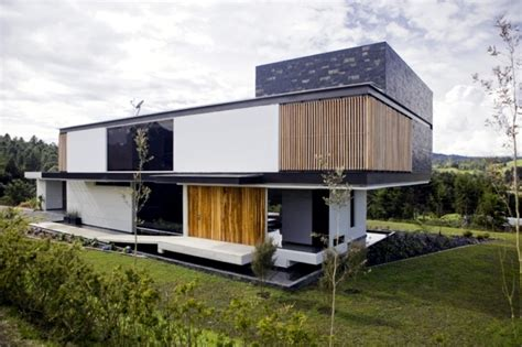 Q Design Home Colombia : Modern House In Colombia Surrounded By A Green Landscape