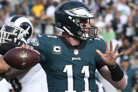 carson wentz injury update eagles qb suffers  torn acl