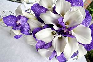 Purple and white wedding flowers | Laurel Weddings