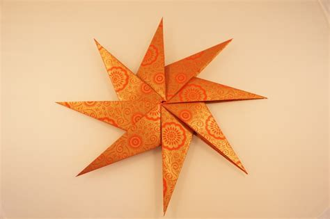 weihnachtssterne basteln grundschule faltstern aus 8 zacken kreative sterne aus papier basteln