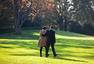 15+ Intimate Photos Of Barack & Michelle Obama's Love That ...