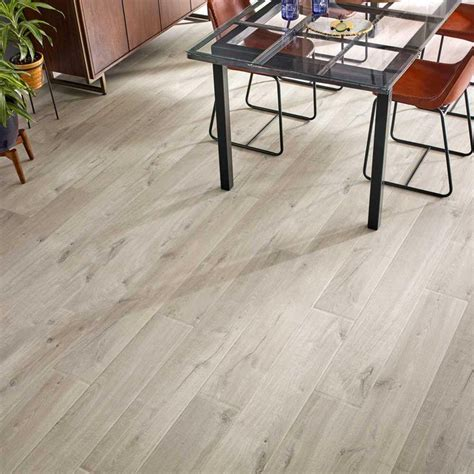 Pergo Outlast  Graceland Oak 10 mm Thick x 7 1/2 in. Wide