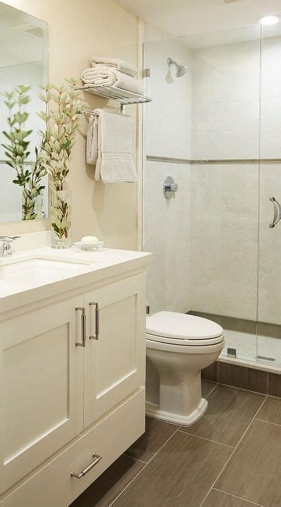Badezimmer Fliesen Creme by Small Welcoming Bathroom Features A Washstand