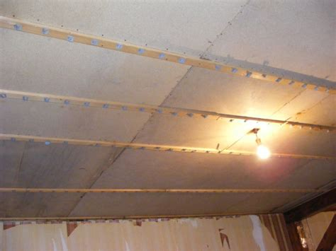 recouvrir un plafond en lambris du lambris partout beurk