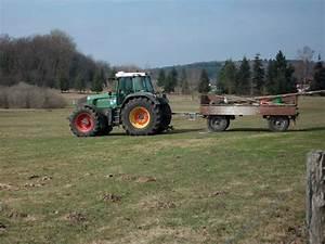 Traktor Mit Hänger : auf einem feld bei bergen r gen stand am 26 m rz 2010 ~ Jslefanu.com Haus und Dekorationen