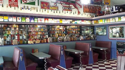 Cruzin In The 50's Diner > Heads Up Food Guide