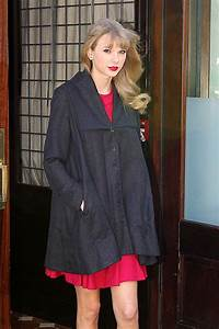 Taylor Swift Photos Photos - Taylor Swift Promotes 'Red ...