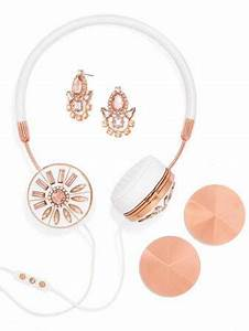 Holiday Gifts for Your Fashionista – Well Rounded Fashion
