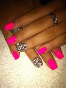 Neon wedding one nail different color trend