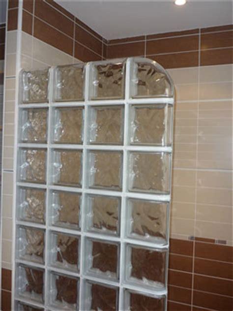 briques de verre salle de bain coudec