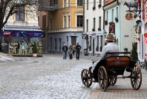 Meistaru Ulica W Stary Ryskim, Latvia Stary Furgon Używa ...