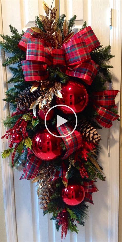 guirnalda en  adorno puerta navidad manualidades