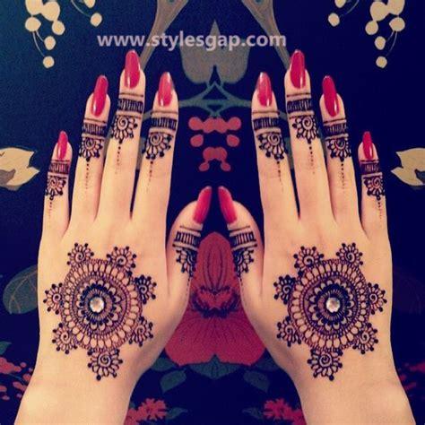latest fancy pakistani mehndi designs trends