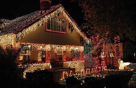 illuminazione natalizia 3 modi per sistemare le natalizie all esterno della