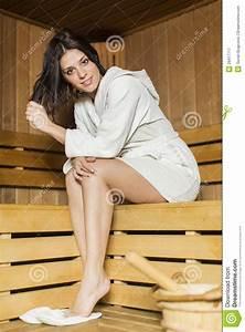 Frauen In Sauna : junge frau in der sauna lizenzfreie stockfotografie bild 29417717 ~ Whattoseeinmadrid.com Haus und Dekorationen