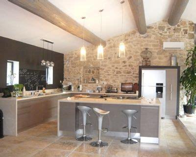 photo de cuisine ouverte avec ilot central une cuisine ouverte taupe avec îlot central