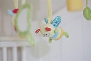 Schmetterling Am Kinderbett : mobile mit holz mobilehalter ~ Lizthompson.info Haus und Dekorationen