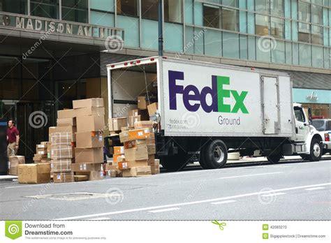 Fedex Kinkos Nyc Midtown by Fedex Truck Editorial Image Image Of Manhattan Shipment