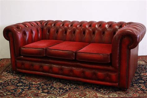 Divano Chesterfield 3 Posti In Pelle Bordeaux Originale