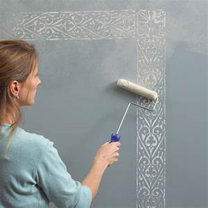 Beautiful wall painting stencils to play up the walls for Interior wall painting ideas stenciling