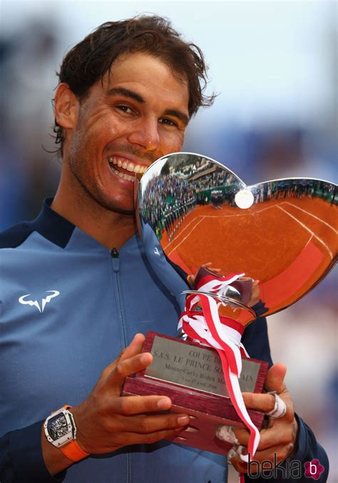rafa nadal besando el trofeo masters 1000 montecarlo 2016 fotos en bekia