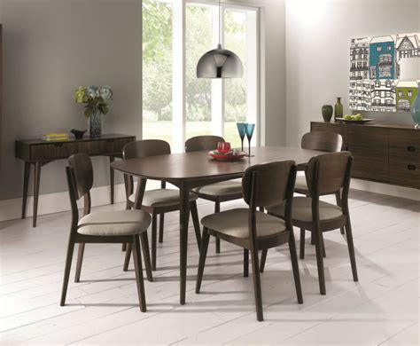 oslo walnut extending dining table  chairs
