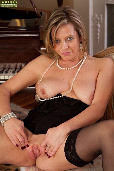 Elegant Mature Sexy Women Nude