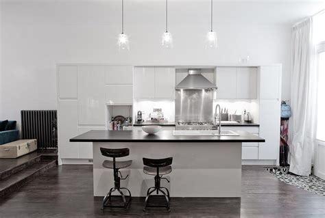 grande cuisine avec ilot central cuisine blanc laque avec ilot 1 grande cuisine loft