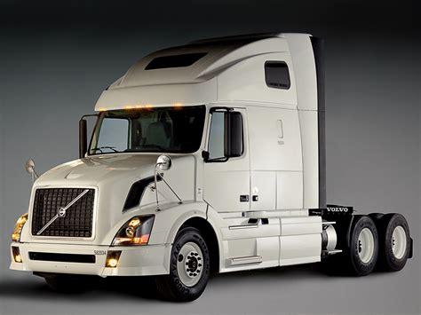 White Truck Wallpaper by 2002 Volvo Vnl 670 Semi Tractor F Wallpaper 2048x1536