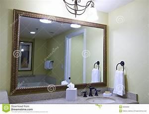 grand miroir de salle de bains image stock image du With grand miroir de salle de bain