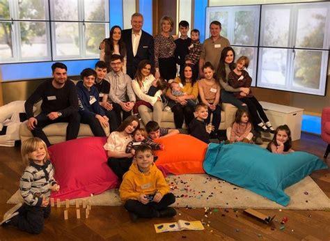 Maior família do Reino Unido anuncia que vai aumentar: mãe