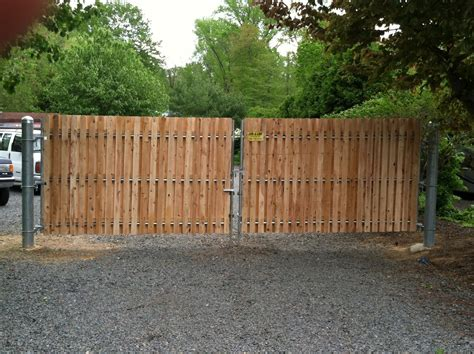 Fence - Gate : Commercial Fence Gates Are Made With Heavy Duty Material