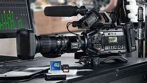 7 Best Video Cameras for Filmmakers [Digital Camera Buying Guide]